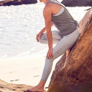 Athleta High Rise Jacquard Chaturanga 7/8 Tight